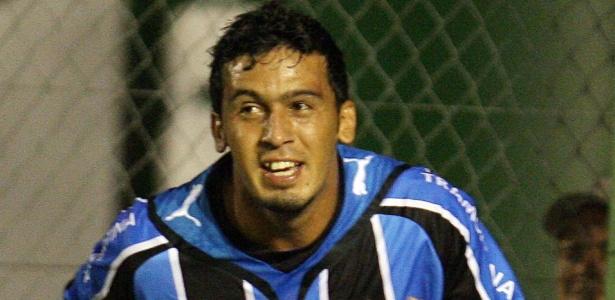 Edílson estreou no Grêmio em sua primeira passagem há seis anos com gol
