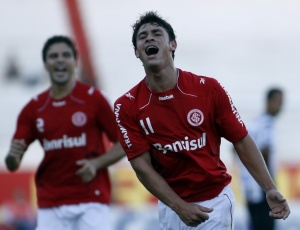 Giuliano comemora gol e fim das más atuações