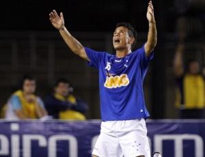 Fora dos planos do técnico Adilson Batista, meia Bernardo deve ser emprestado a um clube europeu