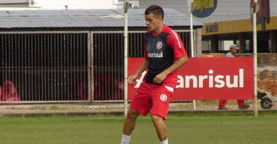 D'Alessandro treina normalmente, mas não será titular no domingo