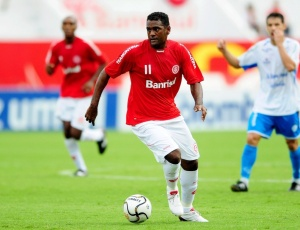 Goiás chegou a anunciar contratação de Kleber Pereira, mas o jogador vai permanecer no Inter