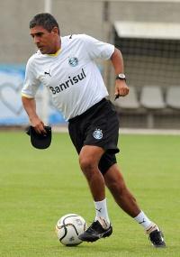 Silas definirá quem será poupado no Grêmio, sábado no Olímpico