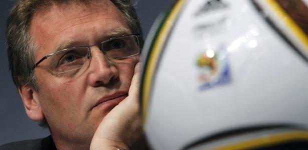 Valcke novamente fez críticas à organização da Copa de 2014; COL se defende
