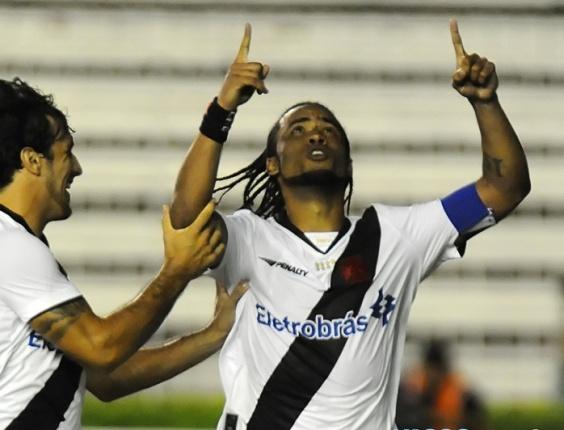 Carlos Alberto comemora ao marcar o único gol do Vasco na vitória sobre o Boavista-RJ
