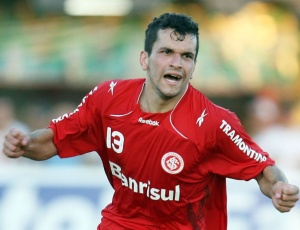 Eltinho foi destaque no Avaí de Silas, em 2009