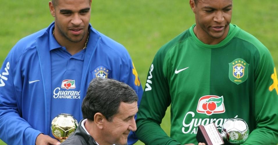 Adriano, Parreira e Dida durante treino da seleção brasileira