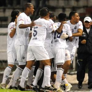 Jogadores do Once Caldas comemoram o gol<br/>de Valencia, mas Monterrey consegue o empate