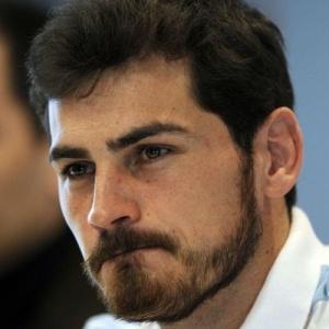 Goleiro Iker Casillas dá entrevista após eliminação do Real Madrid em casa na Liga dos Campeões