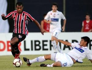 Gomes exalta versatilidade de Richarlyson, que contribuiu no ataque e defesa no Paraguai