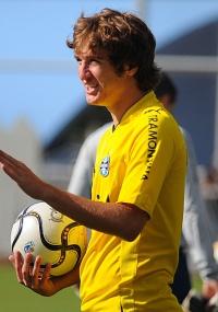 Mário Fernandes passará por nova avaliação no treino de sábado