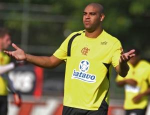 O atacante Adriano disputou apenas dois jogos pela Libertadores 2010 e marcou um gol no torneio