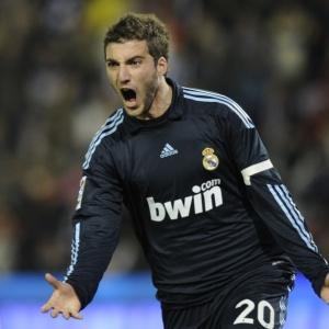Argentino Higuaín marca três gols na vitória de 4 a 1 do Real Madrid contra o Valladolid, pelo Espanhol