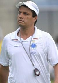 Adilson vê duelo de respeito entre Cruzeiro e São Paulo nas quartas