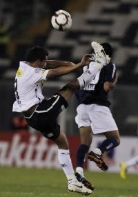 Toro chega forte em Moralez no empate entre Colo-Colo e Vélez