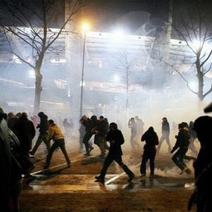 No clássico contra Olympique, torcedores do PSG se envolveram em briga fora do Parc des Princes