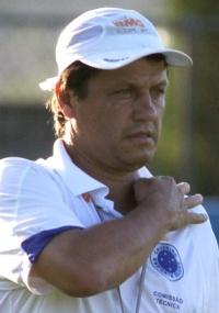 Adilson Batista diz que Cruzeiro perdeu o jogo em lances bobos