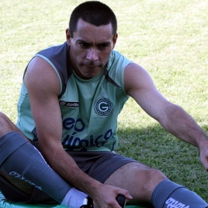 Com proposta do Al-Nasr, o atacante Felipe teve aumento de salário para permanecer no Goiás