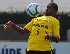 Fernando é comparado a Ramires, Elias e Mineiro; por falta de opções, Silas altera posição de jovem