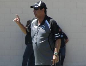 Técnico Joel Santana prefere esquecer a goleada imposta pelo Vasco, pela terceira rodada do Estadual do Rio