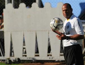 Paulo Paixão é elogiado por Rodrigo em entrevista coletiva; jogador comemora sua condição física