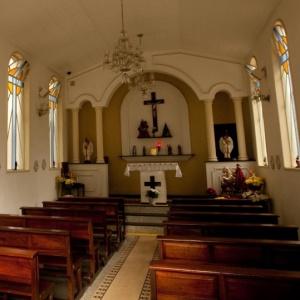 Os ladrões levaram candelabros, cordões de ouro e até a roupa que vestia a imagem de São Jorge