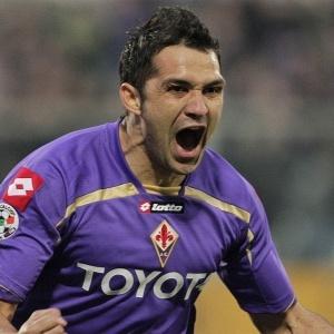 Com um gol de letra, Santana abriu o placar para<br>a Fiorentina na vitória por 3 a 0 sobre o Genoa