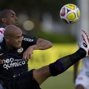 Souza é um forte candidato a deixar o Corinthians: tem salário superior a R$ 100 mil e não se firmou