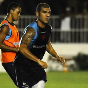 Volante Nilton participa de treinamento do Vasco