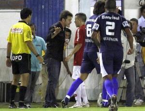 Gringo trocou insultos com Argel no final do primeiro tempo e diz que foi provocado
