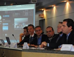 Representante da OAS, Barreto (direita) confirmou para julho o prazo para início das obras da Arena