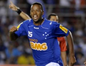 Fabinho fez o primeiro gol na vitória do Cruzeiro, que segue invicto diante dos venezuelanos