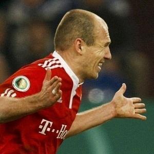 Com um gol de Robben na prorrogação, Bayern derrotou Schalke 04 fora de casa e decide título