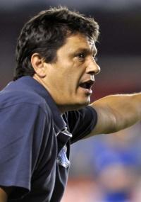 Adílson elogia compromisso do Cruzeiro na busca pela vitória