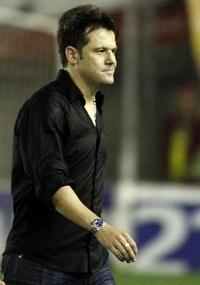 Argel, técnico do São José-RS, é especulado para assumir Atlético
