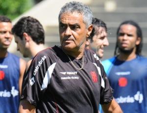 Técnico Gaúcho espera por reforços para a difícil disputa que terá no Campeonato Brasileiro de 2010