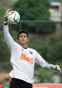 Renan Ribeiro (f) é visto como goleiro de potencial por Luxa