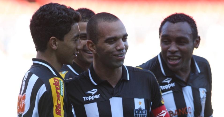 Diego Tardelli comemora um dos seus três gols na goleada do Atlético-MG sobre o Ituiutaba pelo Mineiro
