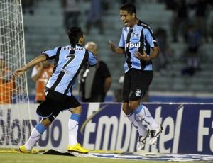 William Magrão não sabia para onde olhar e correr, até encontrar Jonas e comemorar primeiro gol