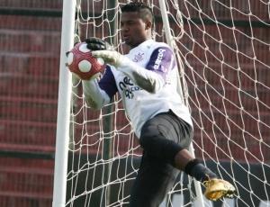 Goleiro Felipe voltou a treinar com bola, mas desfalcará o Corinthians no jogo contra o Cerro