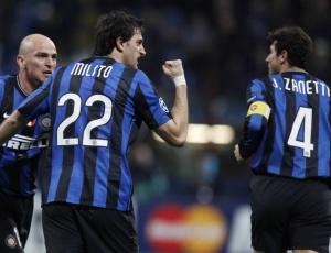 Javier Zanetti (d) considerou vitória por 1 a 0 justa