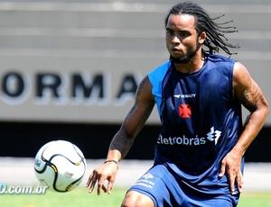 O meia Carlos Alberto deseja ficar no Vasco