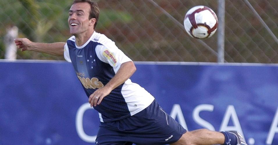 Roger em treino do Cruzeiro