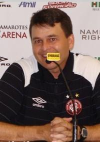Técnico Leandro Niehues, mais uma vez, não mexe na escalação