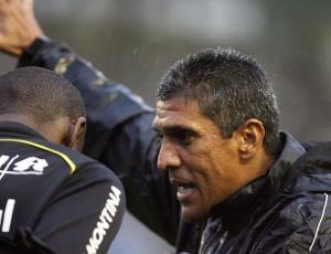 Mais do que seus comandados, Silas conquista dirigentes e torcedores por resultados do Grêmio