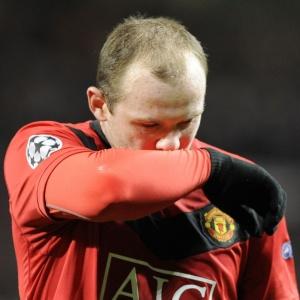 Wayne Rooney deixa o campo na partida entre Manchester e Bayern pela Liga dos Campeões
