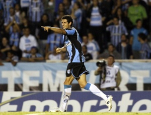 Maylson abriu o placar, mas Grêmio deixou Pelotas virar para 2 a 1 e seguir adiante na competição