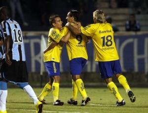 Thiago Duarte marcou 2 e o Pelotas tirou a invencibilidade gremista de 51 jogos no Olímpico