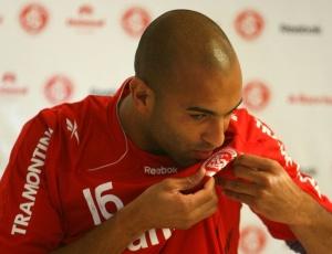 Ronaldo Conceição tem oito concorrentes na zaga