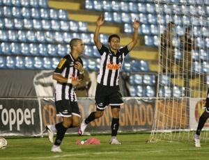 Gols de Diego Tardelli e Renan Oliveira garantiram a vantagem do empate ao Atlético-MG no 2º jogo
