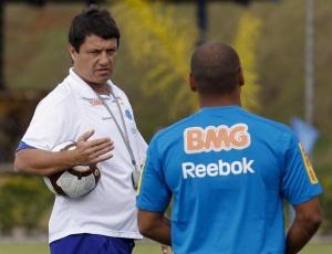 Cruzeiro, com Adilson (f) perdeu 4 vezes no Mineiro deste ano, contra uma derrota nos 2 últimos anos